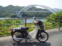 後ろは大三島大橋