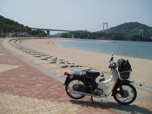 後ろは大島大橋