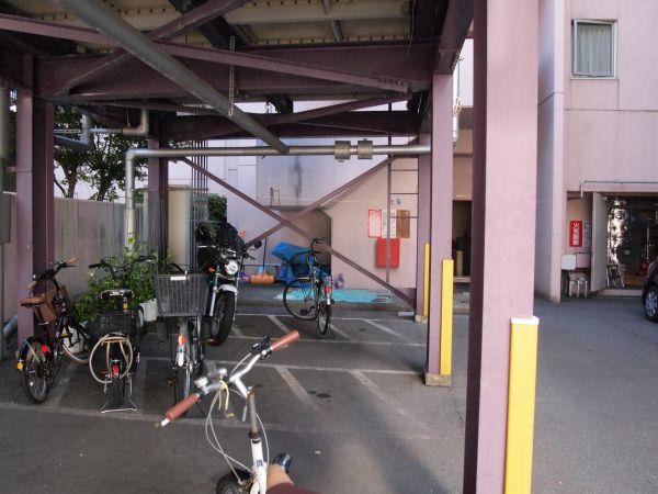 本来、従業員さんの駐輪場だと思う。